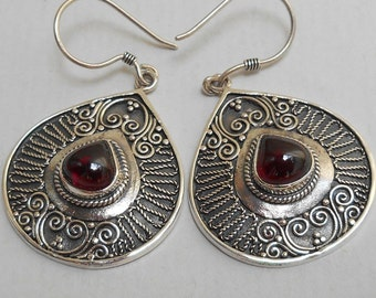 Balinese Sterling Silver Garnet gemstone dangle Earrings / silver 925 / Bali handmade jewelry / 1.65 inch long