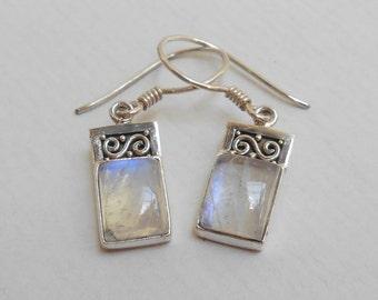 Sterling Silver moonstone gemstone  earrings / silver 925 / Balinese  jewelry / 3 cm long / (#346E)