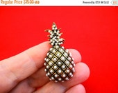 """20% off sale Vintage 1.5"""" gold tone pineapple brooch with white beaded accents in great condition"""