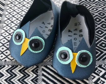 Handmade Vegan owl baby shoes in bold blue