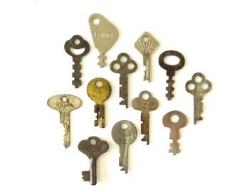 12 vintage flat skeleton keys, antique keys, old keys, flat keys, old odd keys, little skeleton keys, vintage key, skelton keys small keys 2