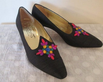 80s Paloma made in Italy Black Shantunk Silk & Multi-color 'Gem' Medallion Toe Low Heel Party Pumps 8 1/2 B