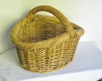 Large Vintage Wicker Basket with Handle, Sturdy Flower Centerpiece Basket
