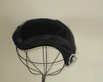 Vintage Ladies Velvet Hat, Mid Century Formal Cocktail Womans Millenary Grosgrain Ribbon Rhinestone Pearl Pin Netted Veil Widows Peak