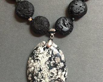 black and white stone pendant neckalace