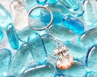 Cat's Paw and Fish Seashell Keychain by BeachCandies