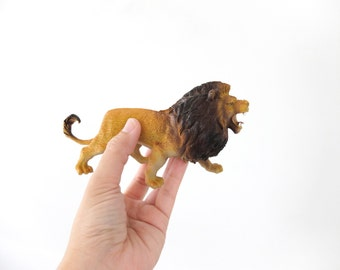 big vintage stand up rubber African Wild Lion safari figure Length 13 cm RARE only one