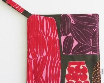 "MARIMEKKO pot holder,  hostess/ house warming gift,  authentic fabric ""Pieni Purnukka"" from Finland"