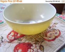 SALE Vintage Large Yellow Pyrex Bowl, Primary Colors, 1940s-50s, Early Mark, 4 Qt, Yellow Mixing Bowl