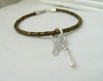 Cactus - Bracelet in Olive Green Leather with Sterling silver clasps and jewelry, keshi pearl - READY TO SHIP