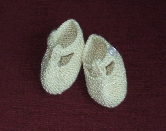 Baby shoes hand knit in pale yellow Alpaca and Silk