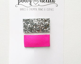 Set of 2 snap clips. Glitter fabric and leather