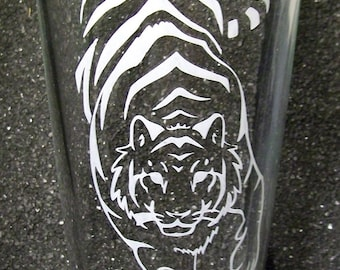Tribal Tiger etched pint glass tumbler