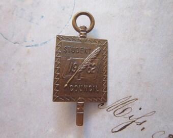 vintage STUDENT COUNCIL pin - 1962 - Metal Arts