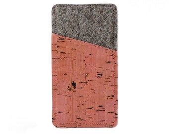 Phone case made of felt and pink dyed cork