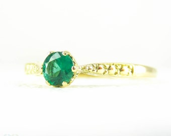 Emerald Engagement Ring, Solitaire Rich Royal Green Round Cut 0.22 Carat Emerald in 18 Carat Yellow Gold Vintage Style Setting.