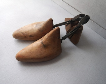 Peal's Co. London P.P. Wooden Shoe Trees Pair Bakelite Label - early 1900s