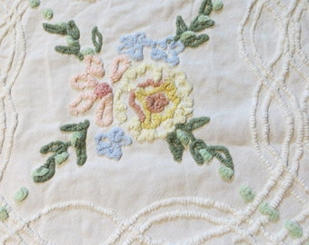 Cabin Crafts Vintage Chenille Bedspread Fabric-Craft-Sewing-Needletuft Floral-36x22