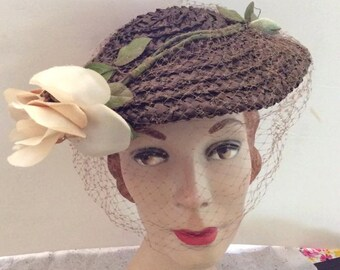 Vintage 1940s 1950s Hat Brown Straw Cream Color Flower Veiling