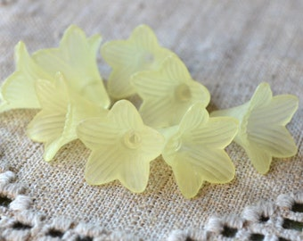 100pcs Trumpet Lily Frosted Lucite Flower Yellow Beads Acrylic 17x12mm Iced For Lucite Flowers Earrings