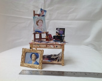 Dolls House Miniatures - 1/12th Artist's Table (royalty themed)