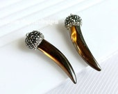 2 pieces Earring Charms, Handmade Paved Gun zircon cup with Rainbow black Sea Shell in Ox horn shape JSR-7937
