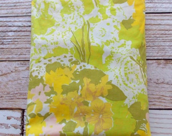 Vintage Full Fitted Sheet / Yellow Green Floral / Vintage Bedding