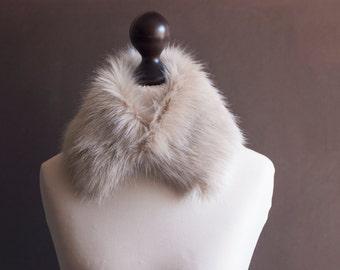 Beige faux fur collar. Fur collar in light beige. Fake fur collar. Fake fur scarf. Fur neck warmer. Christmas gift. Winter fur collar. imali