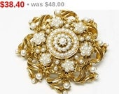 Vintage Florenza Pearl Brooch - Round Floral Pin - Goldtone & White Pearlescent Beads - Victorian or Art Nouveau Revival