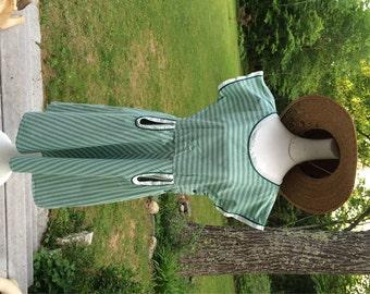 40's Vintage Day Dress Crisp Cotton Dress with Keyhole Pockets Farm Dress Work Dress Feed Sack Dress True Blue Vintage