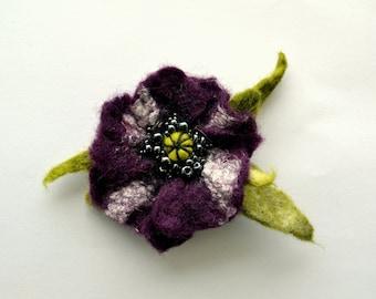 Wool Felted Flower Plum Poppy Brooch with Green Leaves, Wet Felted Brooch, Hand felted Brooch Opium Poppy, Poppy Pin Brooch, Flower Pin,