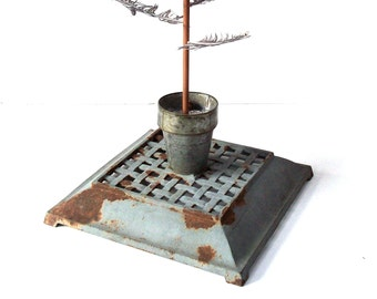 Vintage Cast Iron Footed Base / Metal Lattice Display Base / Christmas Tree Decor Stand / Rusty Painted Metal / Rustic Decor