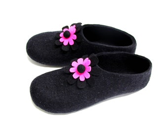 Womens Wool Slippers Flower Blossom, Felted Slipper, Rubber Soles, Color Block, Gift For Her, Valentines Day Gift, Felted Flowers Pink Black