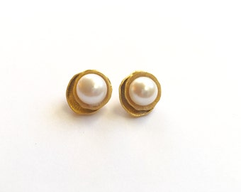 Big Pearl Earrings,Pearl Stud Earrings,Pearl Studs,Bridal Pearl Earrings,Gold Stud Earrings,Big Gold Earrings,Gift For Mom,Mothers Gift