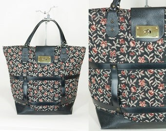 Vintage 70s Bag / 1970s Black Floral Tapestry Shopper Tote