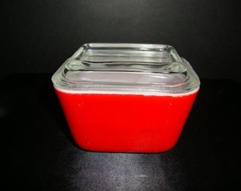 Pyrex Red Refrigerator Dish Vintage Pyrex bake and serve with Lid Red #501 Excellent condition