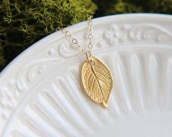 SALE,Gold Leaf Necklace, Gold Filigree Leaf Necklace, Leaf Necklace, Filigree Leaf Necklace, Gold Jewelry, Leaf Necklace, Everyday Jewelry