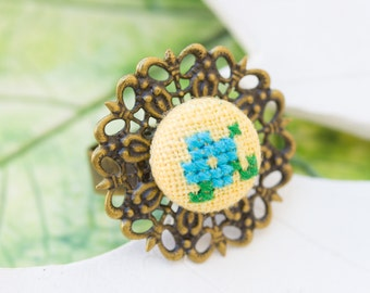 Cocktail ring with hand embroidered flower r002yellow