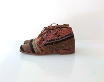 Vintage Kilim Tapestry Ankle Boots // Woven Turkish Lace Up Shoes // Womens Shoe Size 5