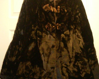 c1880s Luxurious Brown Fur or Velvet Skating Cape with Pleated Bows Silk Pockets