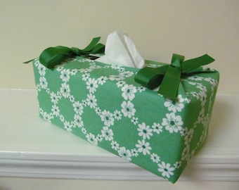 Tissue Box Cover/White Flower On Green