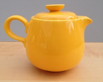Rhythm by Homer Laughlin Yellow Teapot / Mid Century Coffeepot, Tea Pot / Made in USA / Vintage Dining Serving
