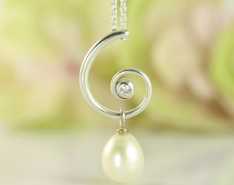 FAUN curly silver pendant with diamond