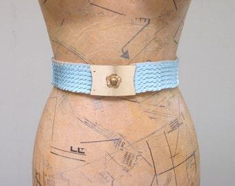 "Vintage 1970s Belt / 70s Blue Vinyl Fish Scale Glam Rock Stretch Belt / 28"" Waist"