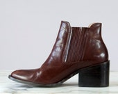 90s Vintage Brown Leather Chunky Heel Ankle Bootie (8 US)