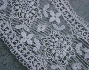 Vintage White Lace Trim per yard