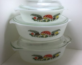 Retro Merry Mushrooms Glass Casserole Set