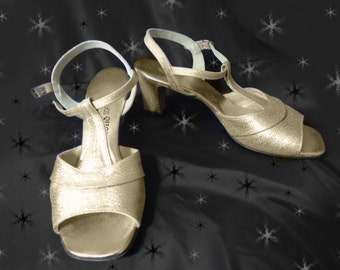 Vintage Gold T Strap Sandals - 70s Disco Heels - 7