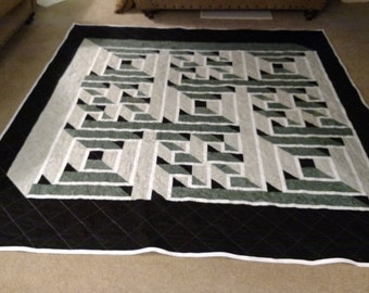 Queen labyrinth path quilt