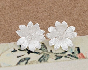 1 pair of 925 Sterling Silver Flower Stud Earrings 12mm.  Satin Finished  :er1003